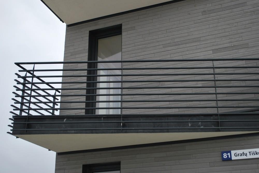 Modernaus dizaino metalinis balkonas
