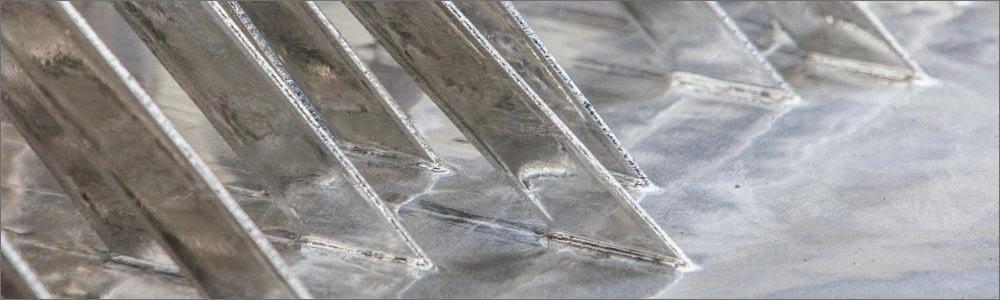 Metalo cinkavimas procese