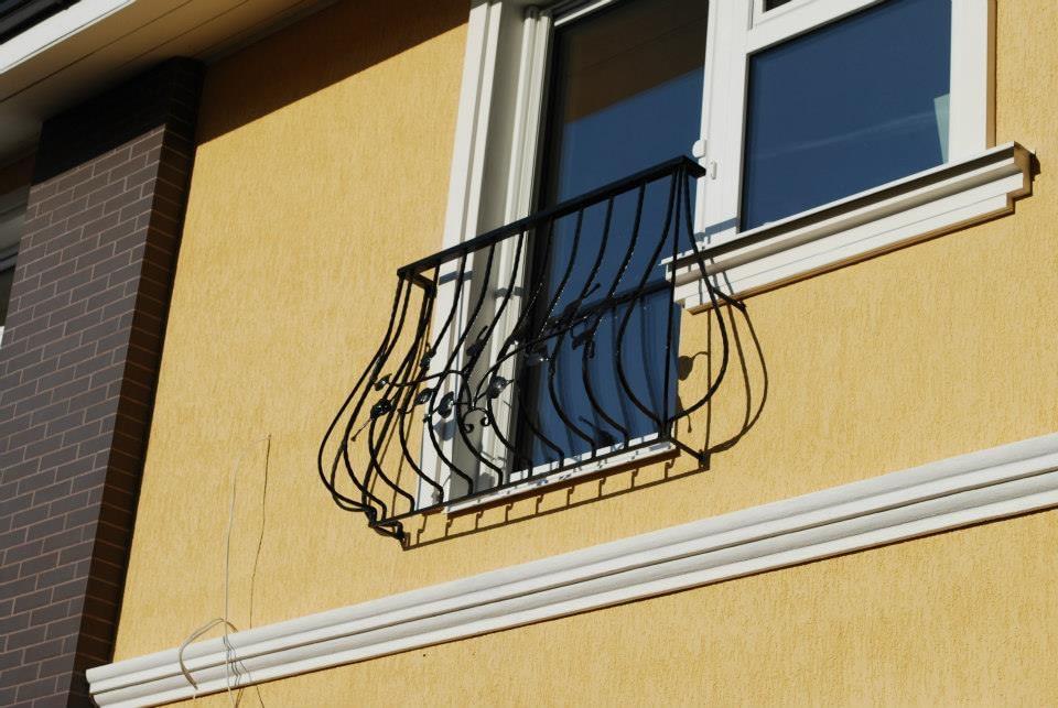 Gražaus dizaino metalinis balkonas